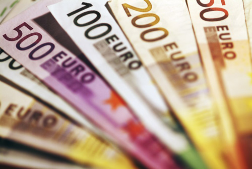 Multiple denominations of Euro